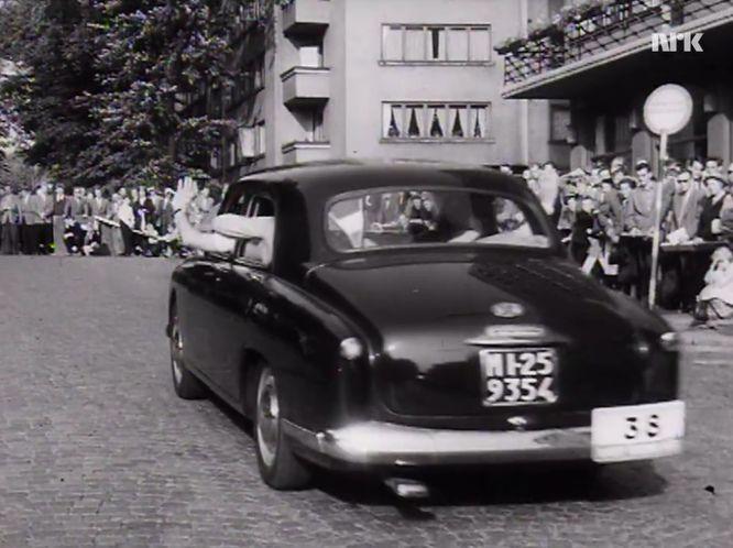 Imcdb 1951 Alfa Romeo 1900 Berlina 1483 In Filmavisen 1945