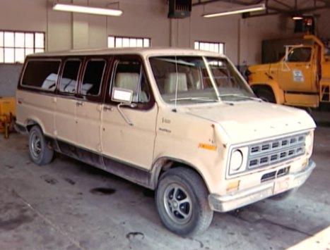 IMCDb org: 1975 Ford Club Wagon in