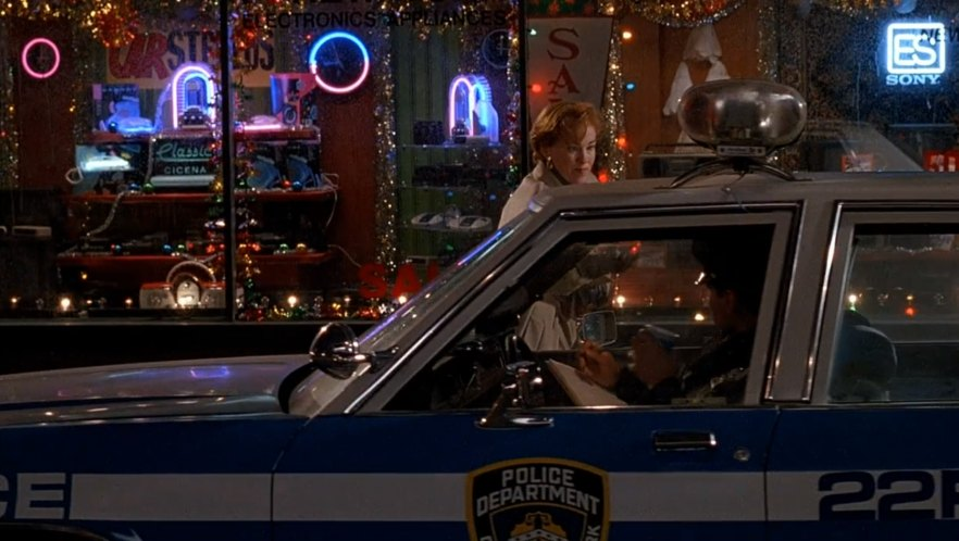 """Ford Crown Victoria 2017 >> IMCDb.org: 1981 Ford LTD-S in """"Home Alone 2: Lost in New York, 1992"""""""