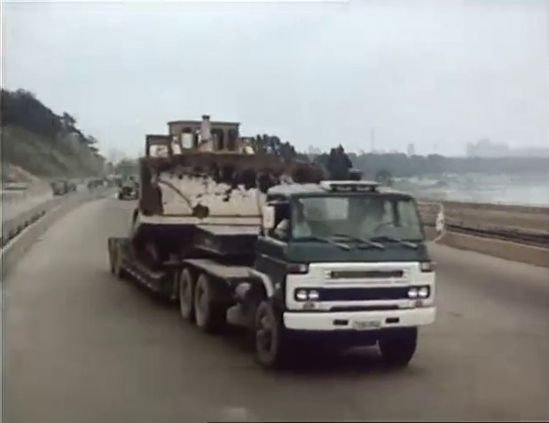 """Nissan Diesel Truck >> IMCDb.org: Nissan Diesel C-Series in """"Kŭdŭrŭi haru, 1989"""""""