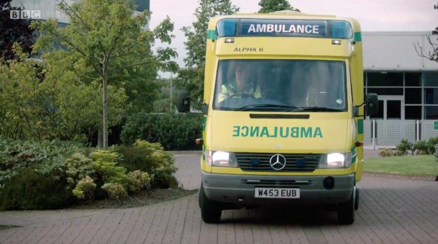 IMCDb org: 2000 Mercedes-Benz Sprinter Ambulance 412D [T1N