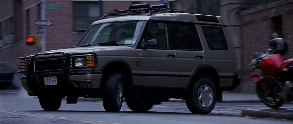 IMCDb.org: 2000 Land-Rover Discovery SE V8 Series II [L318] in