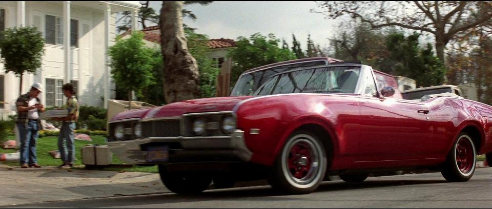 Imcdb Org 1968 Oldsmobile Cutlass S In Beverly Hills Cop Ii 1987