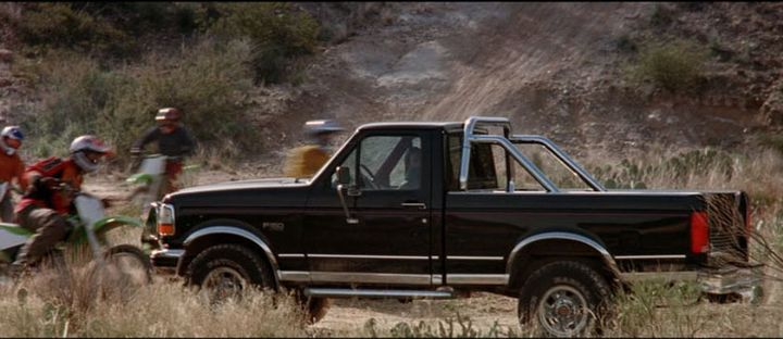 """Ford F150 Xlt >> IMCDb.org: 1992 Ford F-150 Regular Cab XLT in """"Eight Legged Freaks, 2002"""""""