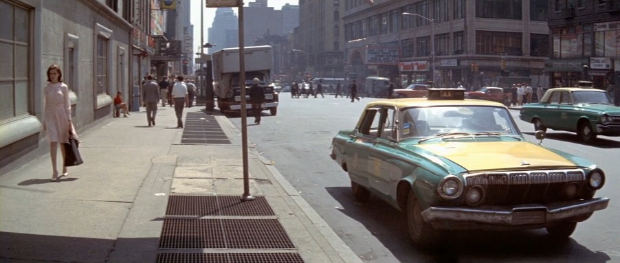 "IMCDb.org: 1963 Dodge 330 Taxi in ""Le gendarme à New York, 1965"""