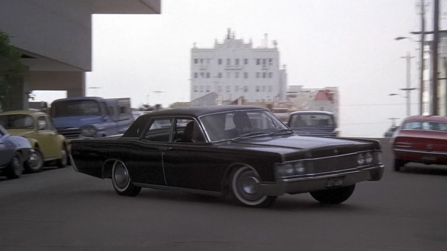 Imcdb Org 1968 Lincoln Continental In Family Plot 1976