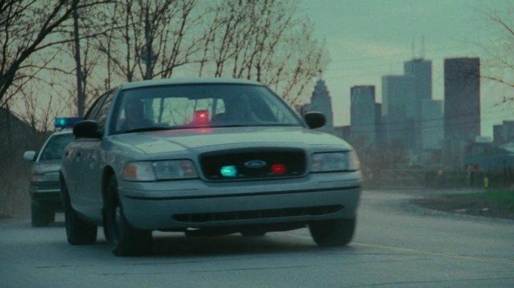 "Ford Crown Victoria Police Interceptor >> IMCDb.org: 1999 Ford Crown Victoria Police Interceptor [P71] in ""Saw II, 2005"""