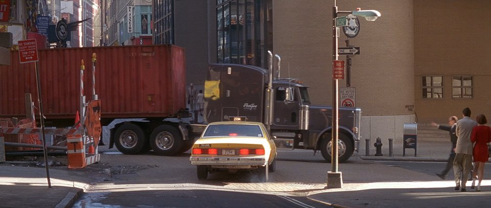 "IMCDb.org: Peterbilt 379 in ""Die Hard: With a Vengeance, 1995"""