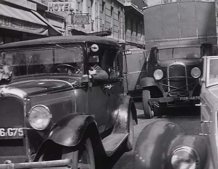 citro n c6 g1 in monsieur taxi 1952. Black Bedroom Furniture Sets. Home Design Ideas