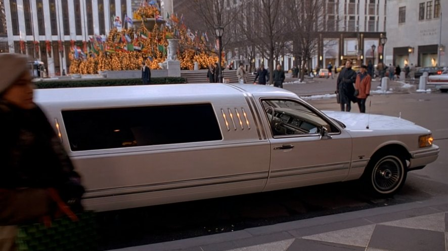 Imcdb Org 1990 Lincoln Town Car Stretched Limousine In Home Alone