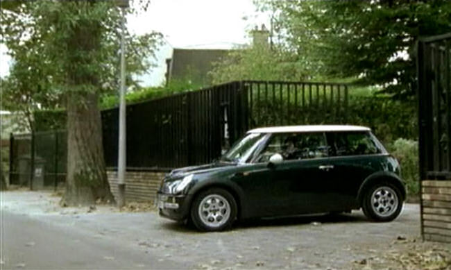 2001 mini cooper r50 in julie lescaut 1992 2012. Black Bedroom Furniture Sets. Home Design Ideas