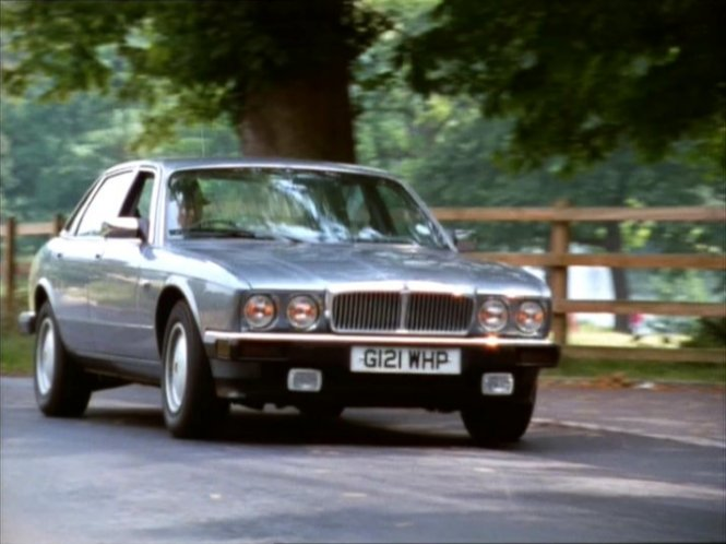 1989 jaguar xj6 4 0 xj40 in house of cards. Black Bedroom Furniture Sets. Home Design Ideas