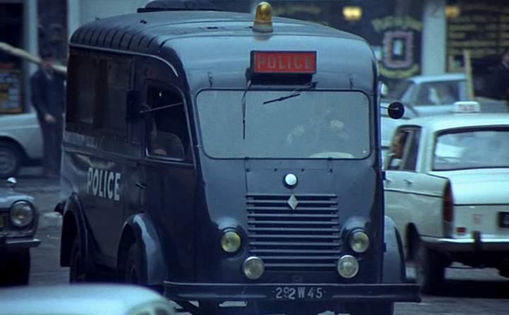 1951 renault 1000 kg car r2060 in max et les ferrailleurs 1971. Black Bedroom Furniture Sets. Home Design Ideas