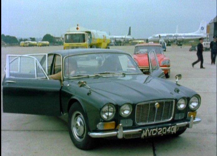 Imcdb 1969 jaguar xj6 42 litre series i in the protectors 1969 jaguar xj6 42 litre series i freerunsca Choice Image