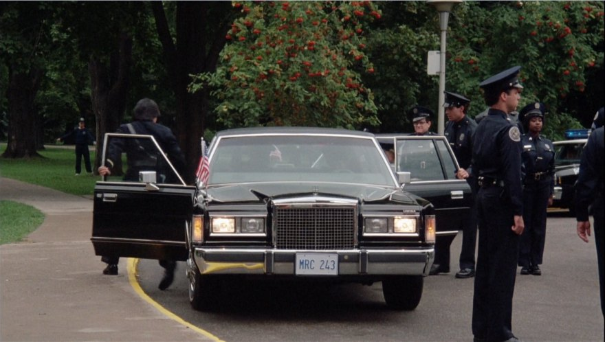 Imcdb Org 1986 Lincoln Town Car In Police Academy 4 Citizens On Patrol 1987