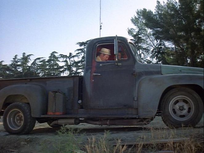 1950 International Harvester L-100