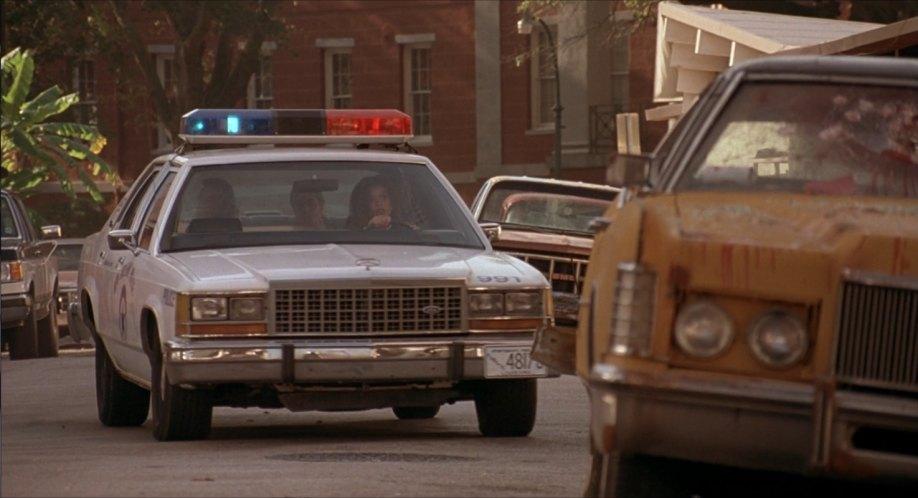 "IMCDb.org: 1986 Ford LTD Crown Victoria in ""Hard Target, 1993"""