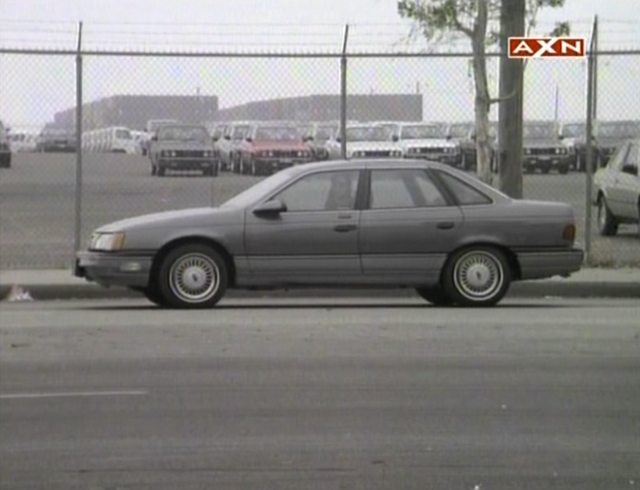 "IMCDb.org: 1986 Ford Taurus LX in ""MacGyver, 1985-1992"""