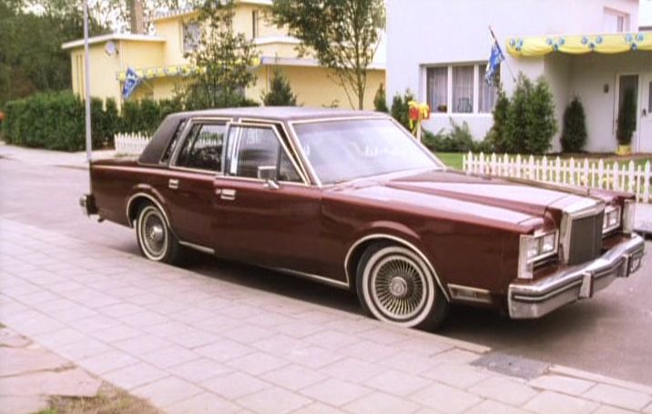 Imcdb Org 1980 Lincoln Continental In Flodder 3 1995