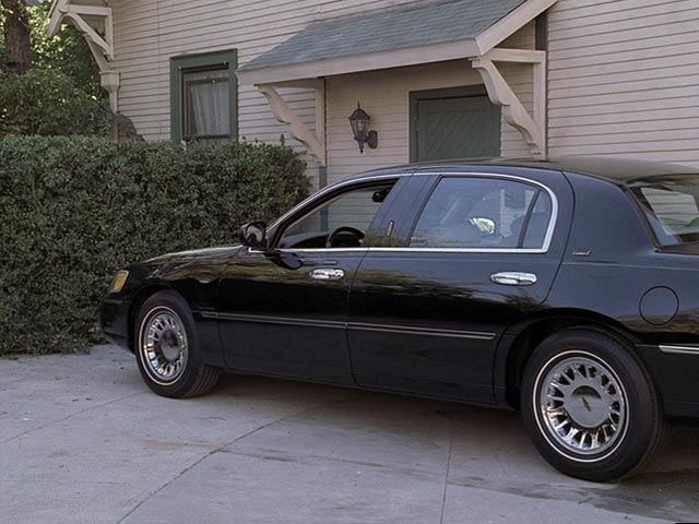 2000 lincoln town car cartier l in six feet under 2001 2005. Black Bedroom Furniture Sets. Home Design Ideas