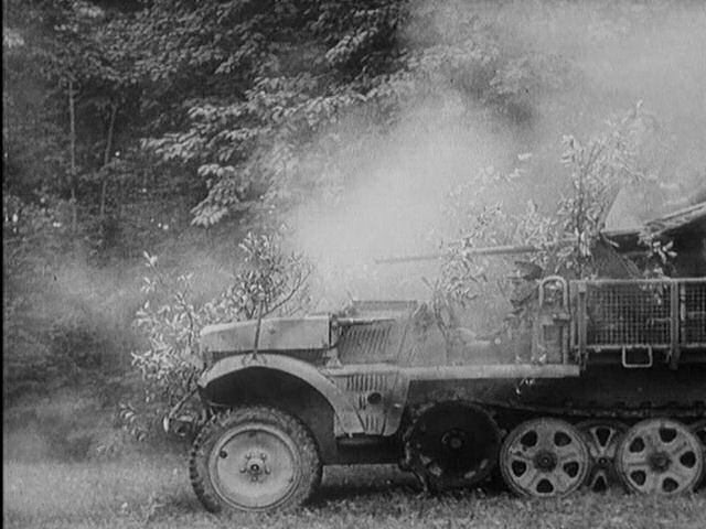 1937 DEMAG Typ D 7 l. Zgkw. 1t, Sd.Kfz.10/4 with 2-cm-Flak 30