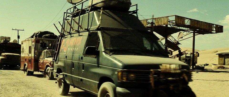 """Ford Econoline Truck >> IMCDb.org: 1997 Ford Econoline [E-350] in """"Resident Evil: Extinction, 2007"""""""