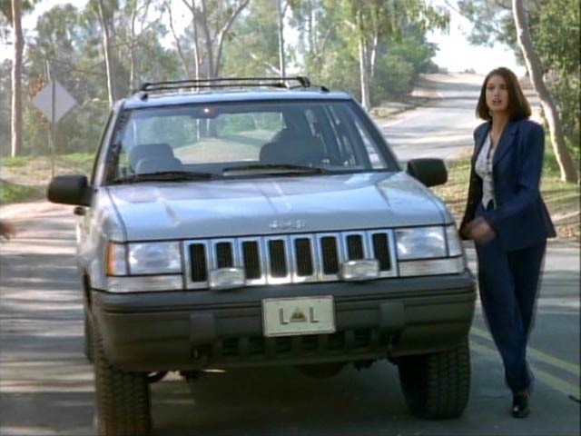 1994 jeep grand cherokee laredo zj in lois clark the new adventures of superman. Black Bedroom Furniture Sets. Home Design Ideas