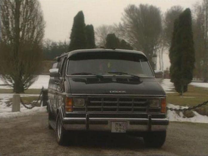 "IMCDb.org: 1988 Dodge B-250 Nomad Van in ""Mysteriet på Greveholm, 1996"""