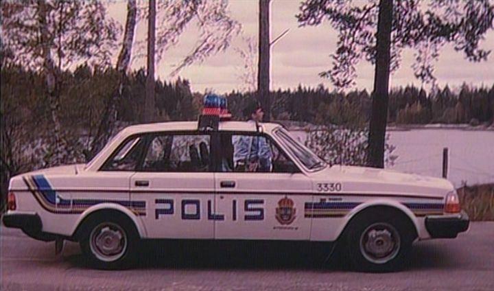"IMCDb.org: 1984 Volvo 240 [244] in ""Hemligheten, 1990"""