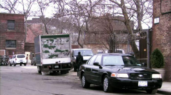 IMCDb org: 2003 Ford Crown Victoria Police Interceptor [P71