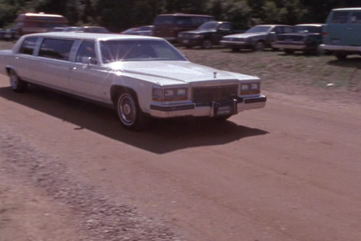 IMCDb.org: 1986 Cadillac Fleetwood Brougham Stretched Limousine in