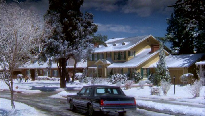 """1989 Lincoln Town Car >> IMCDb.org: 1988 Lincoln Town Car in """"Christmas Vacation, 1989"""""""
