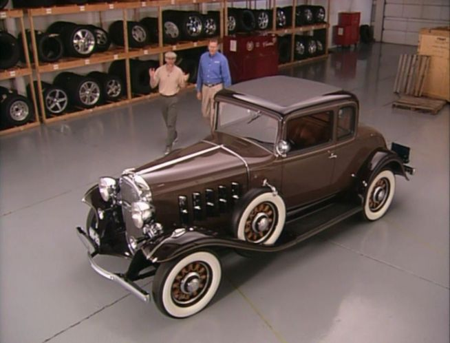 IMCDborg 1932 Oldsmobile Six Sport Coupe F32 in Inside the