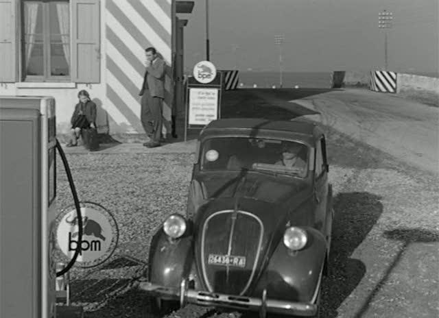 IMCDb.org: 1948 Fiat 500 B in