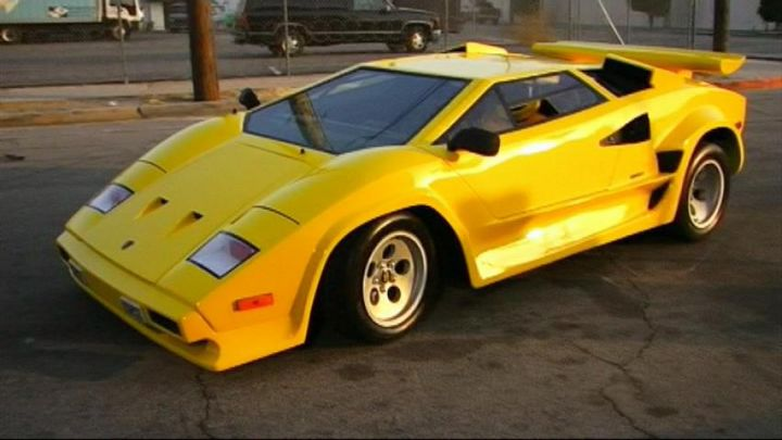 lamborghini countach replica in it 39 s always sunny in phi. Black Bedroom Furniture Sets. Home Design Ideas