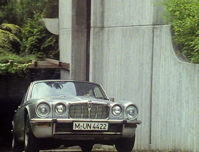 1974 Jaguar XJ12 [Series II]