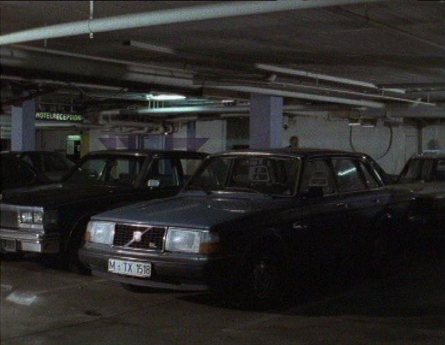 IMCDb.org: Volvo 240 GL [244] in