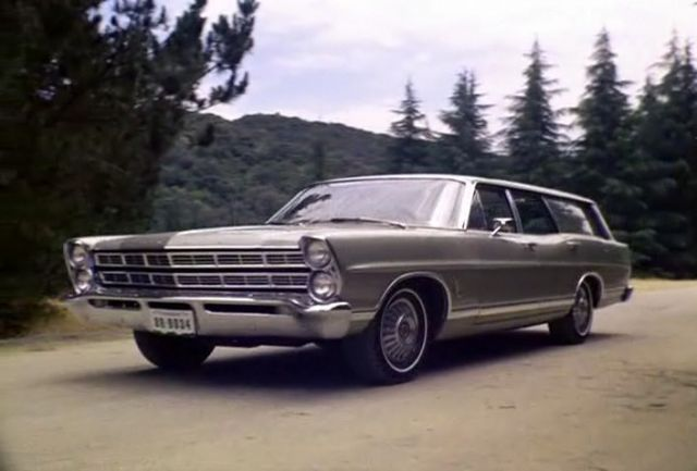 1967 ford country sedan in the invaders 1967. Black Bedroom Furniture Sets. Home Design Ideas