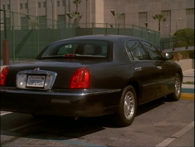 1998 lincoln town car executive series in shark in a bottle 2000. Black Bedroom Furniture Sets. Home Design Ideas
