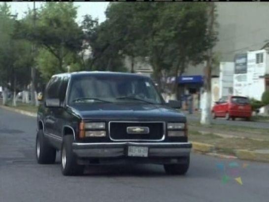 """IMCDb.org: 1997 Chevrolet Silverado 2500 in """"Máscara Sagrada vs. la mafia del ring, 2007"""""""