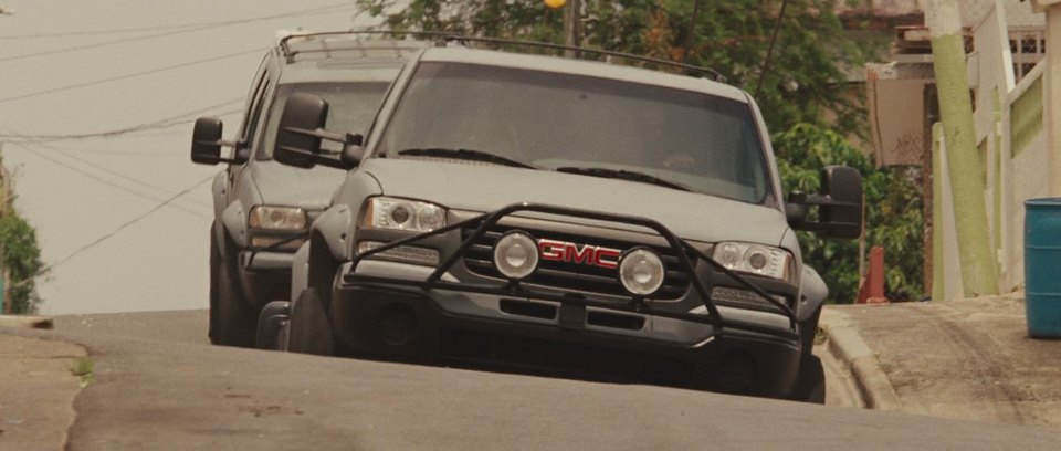 2001 Chevrolet Suburban 2500 (with GMC front) [GMT830]