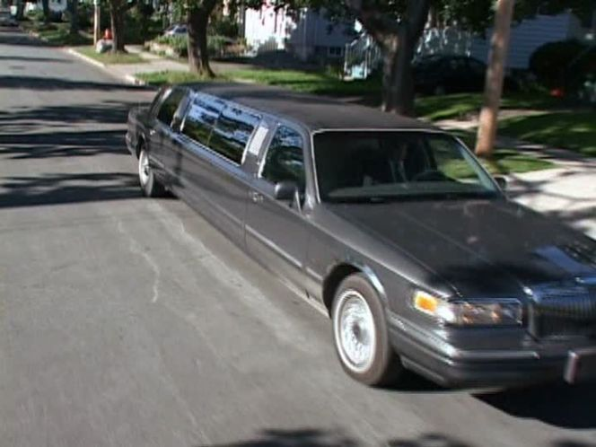 Imcdb Org 1995 Lincoln Town Car Stretched Limousine In Trailer
