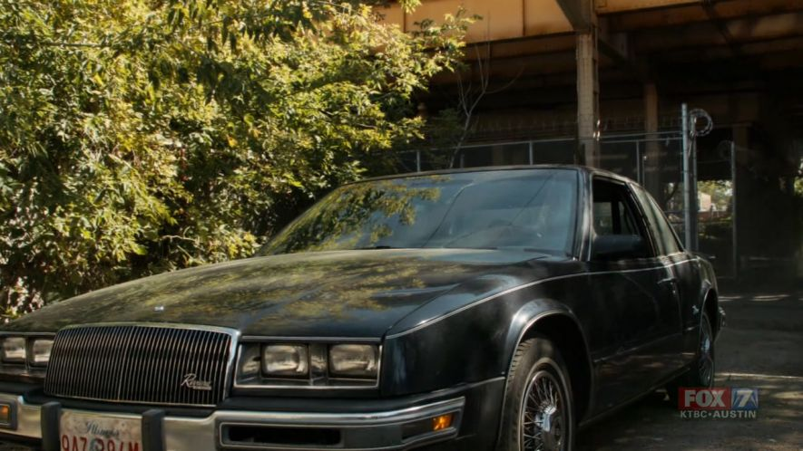 1986 buick riviera in the chicago code 2011. Black Bedroom Furniture Sets. Home Design Ideas