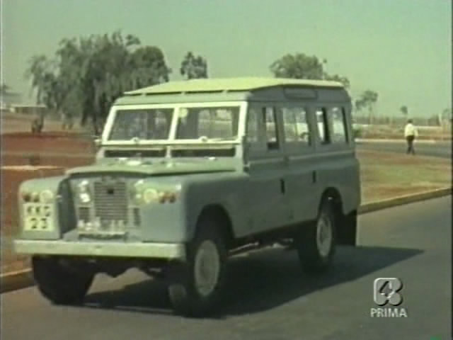 Land-Rover 109'' Series II Station Wagon