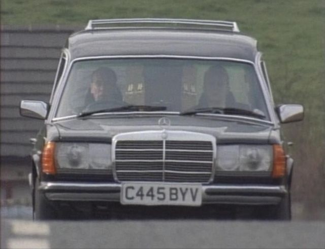 1985 mercedes benz hearse w123 in a touch of for Mercedes benz hearse