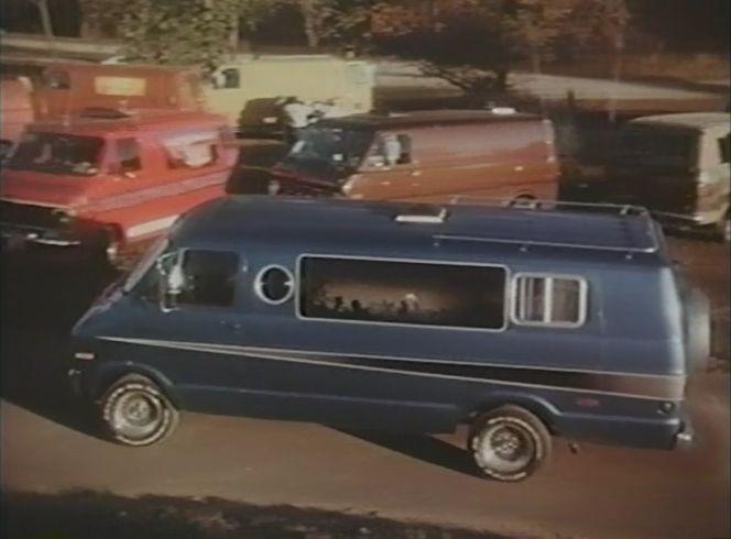 "IMCDb.org: 1971 Dodge Tradesman MaxiVan in ""Supervan, 1977"""