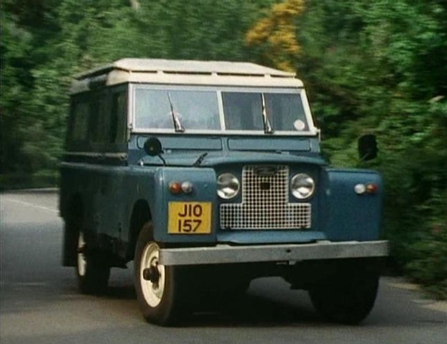 Land-Rover 109'' Series IIa Station Wagon