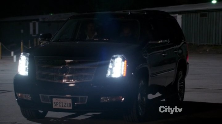 2008 cadillac escalade platinum edition gmt926 in new girl 2011 2018. Black Bedroom Furniture Sets. Home Design Ideas