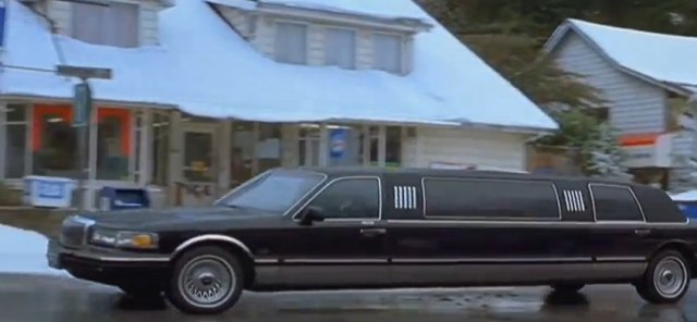 IMCDb org: 1995 Lincoln Town Car Stretched Limousine in