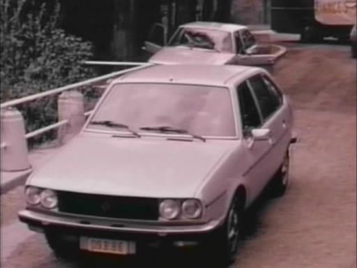 1979 renault 30 ts v6 r1275 in mama dracula 1980. Black Bedroom Furniture Sets. Home Design Ideas